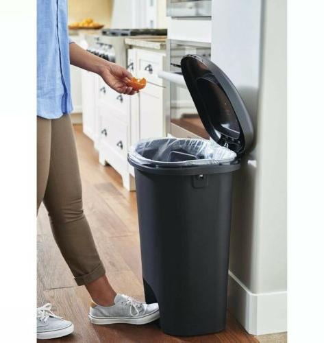 13 Gallon with Lid Wastebasket Trash Container