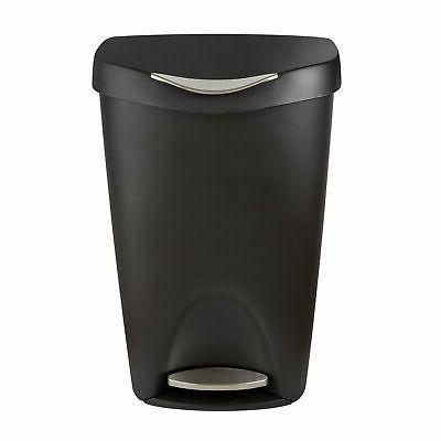 brim step on trash can
