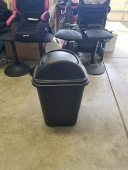 rubbermaid trash can 2957